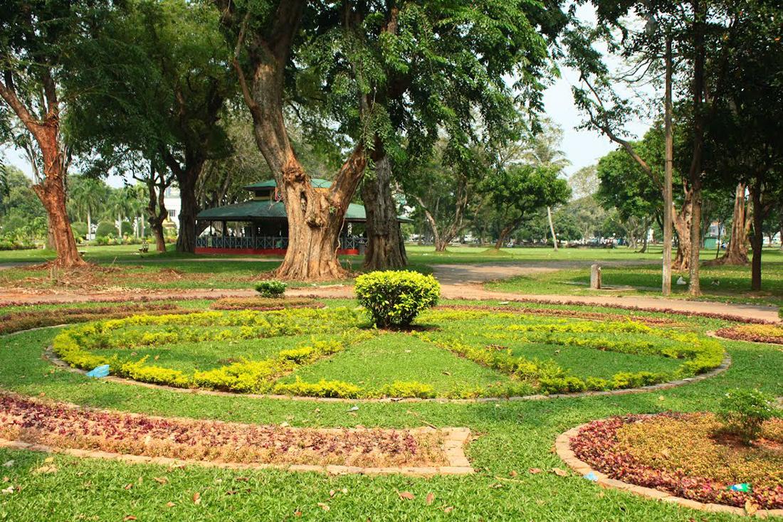 Клумбы в парке Вихарамахадеви