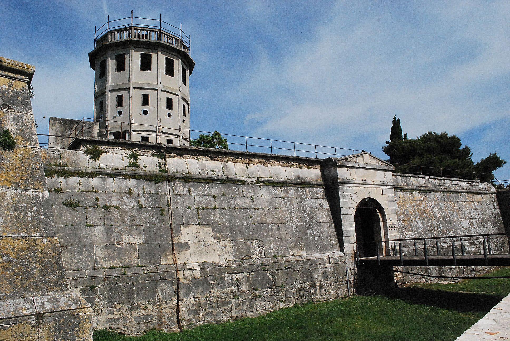 Крепость Каштел в Пуле