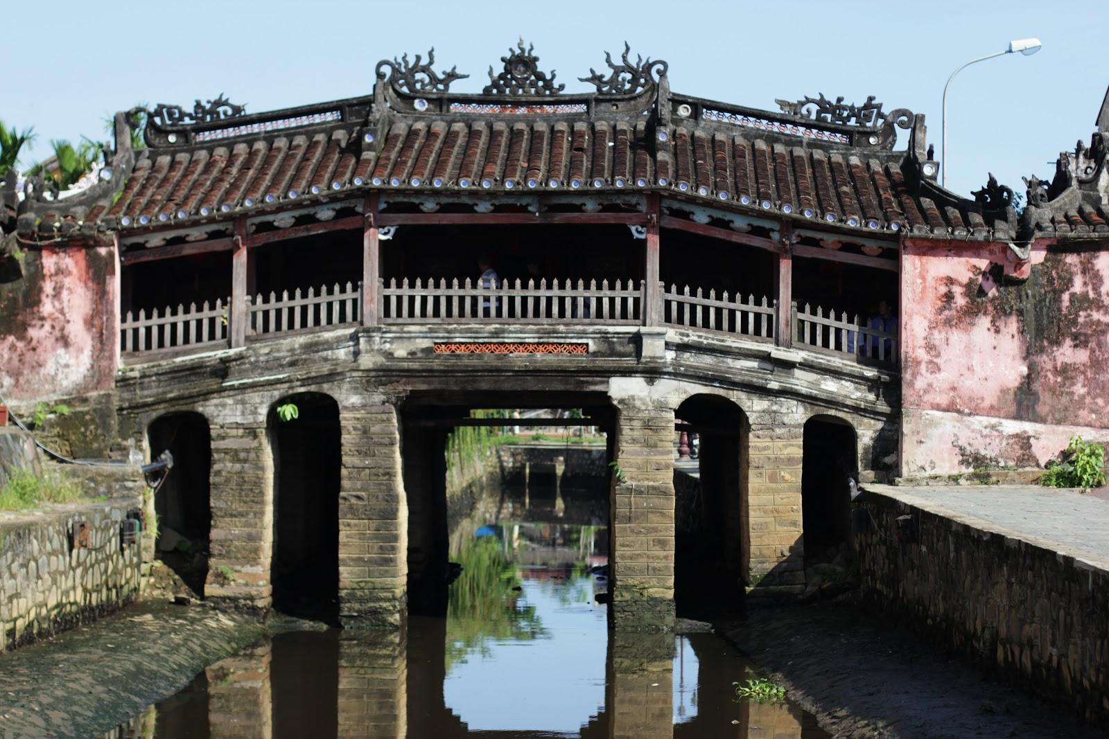 Крытый Японский мост в Хойане