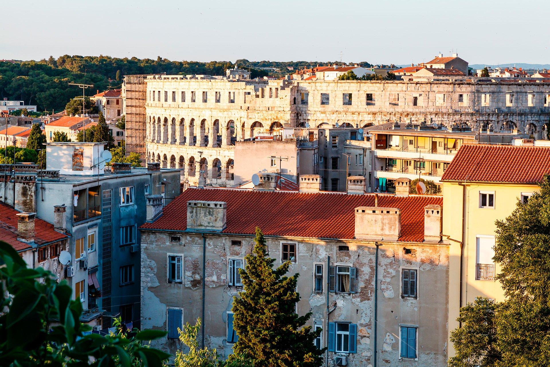 Крыши домов у римского амфитеатра