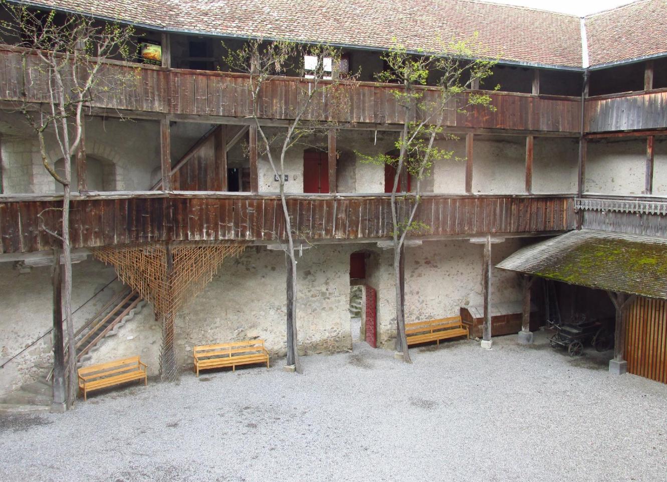 На территории замка Грюйер