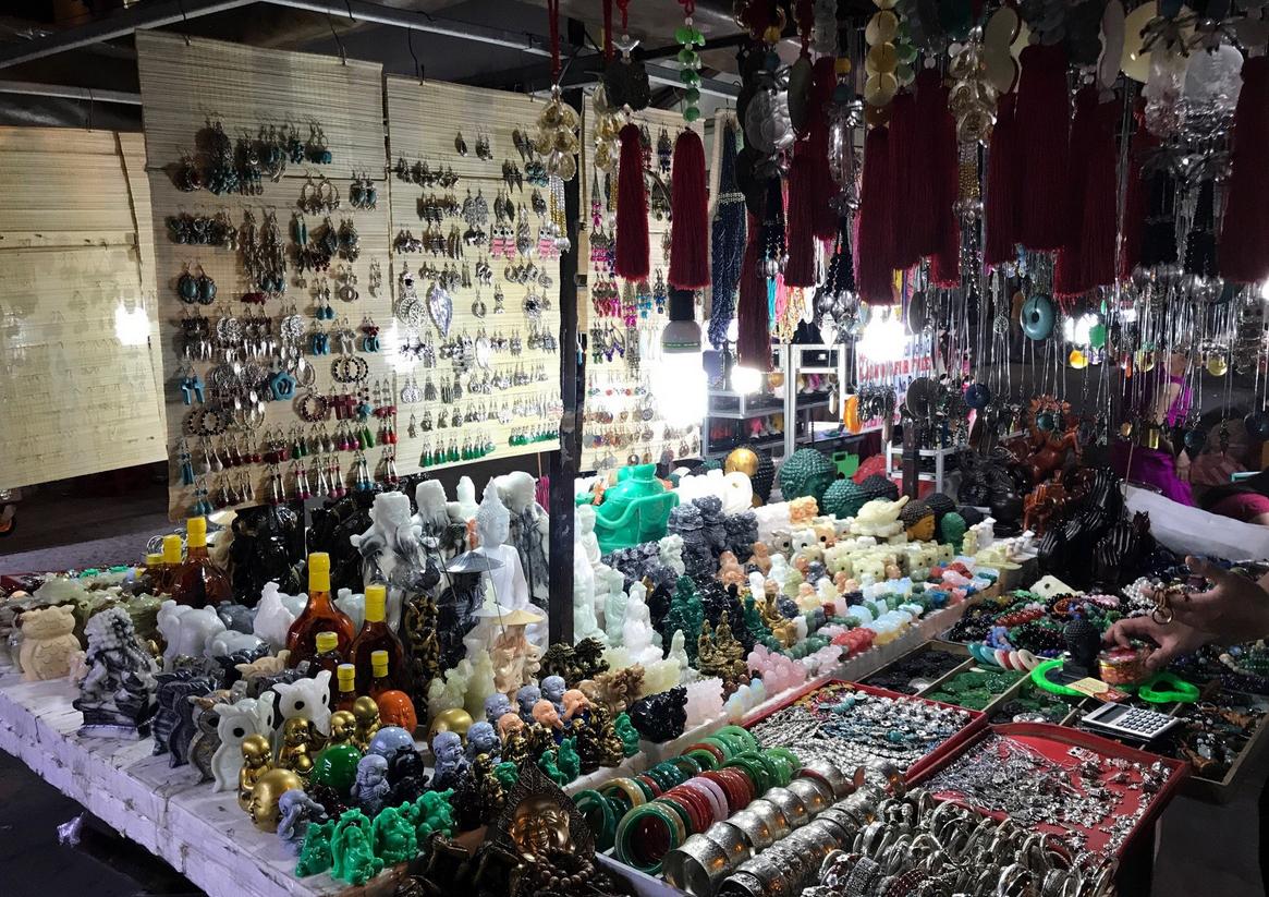 Сувениры на рынке