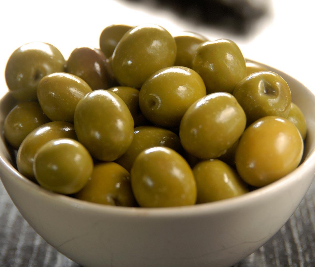 Оливки зеленые консервированные с косточкой