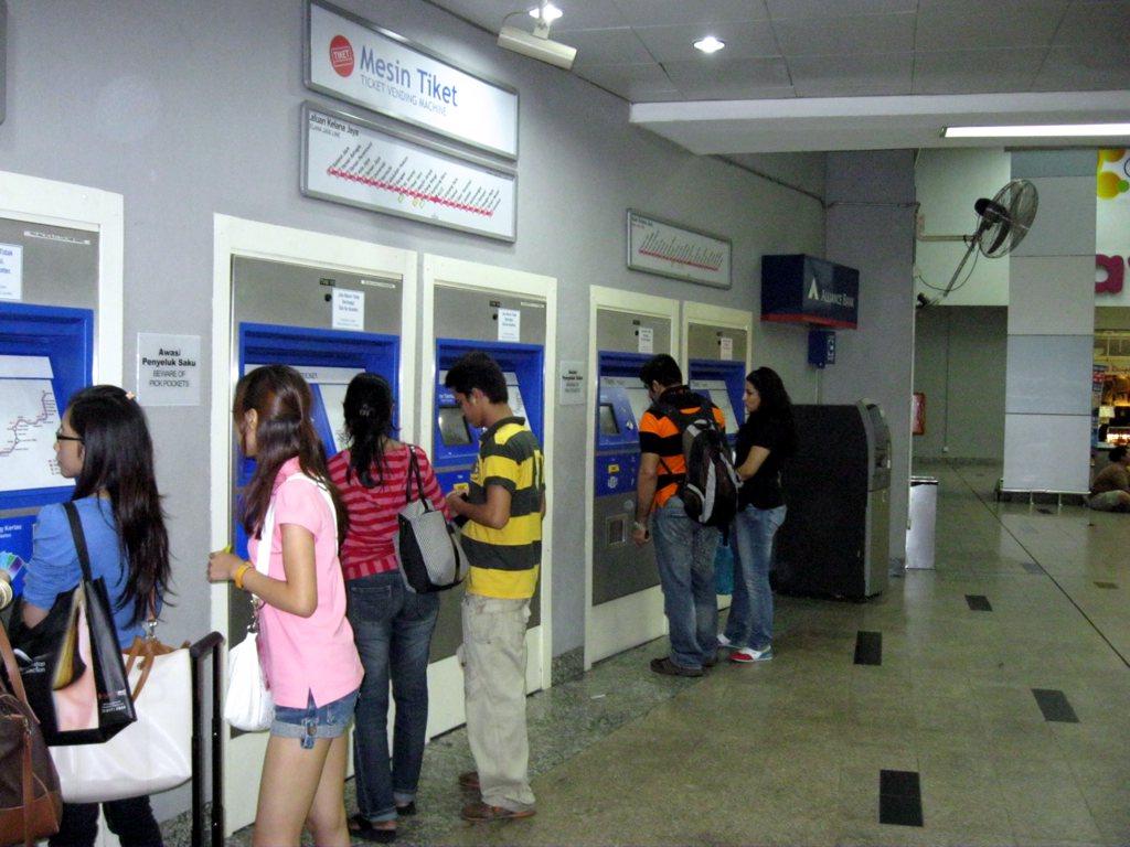Автоматы по продаже билетов на метро Куала-Лумпура