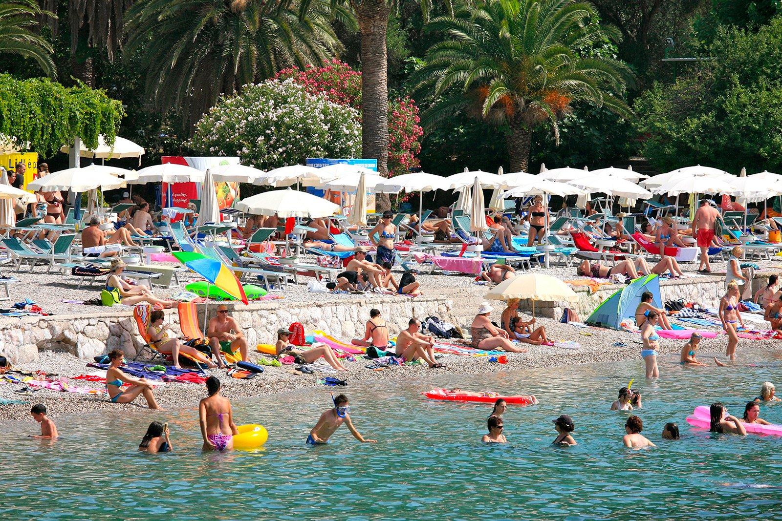 Отдых на пляже в Дубровнике