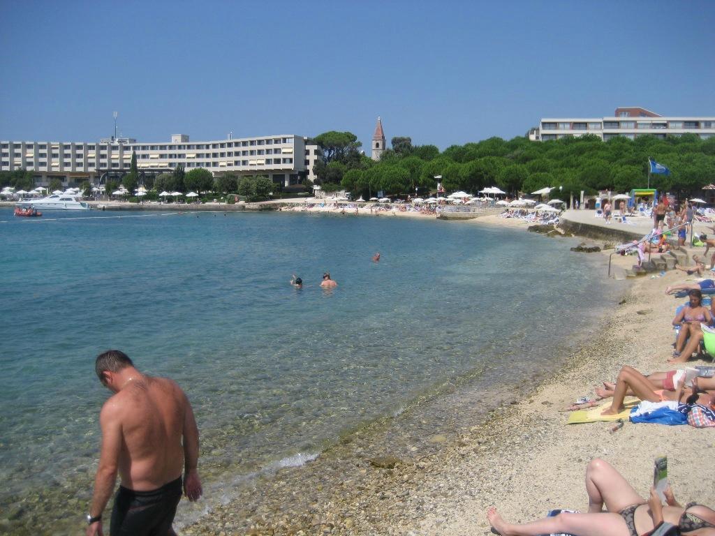 Пляж на Красном острове