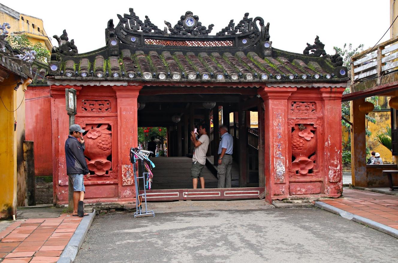 Вход на Японский мост
