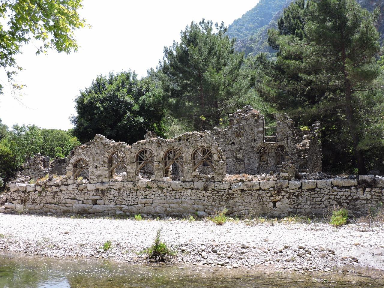 Развалины древнего города Олимпос