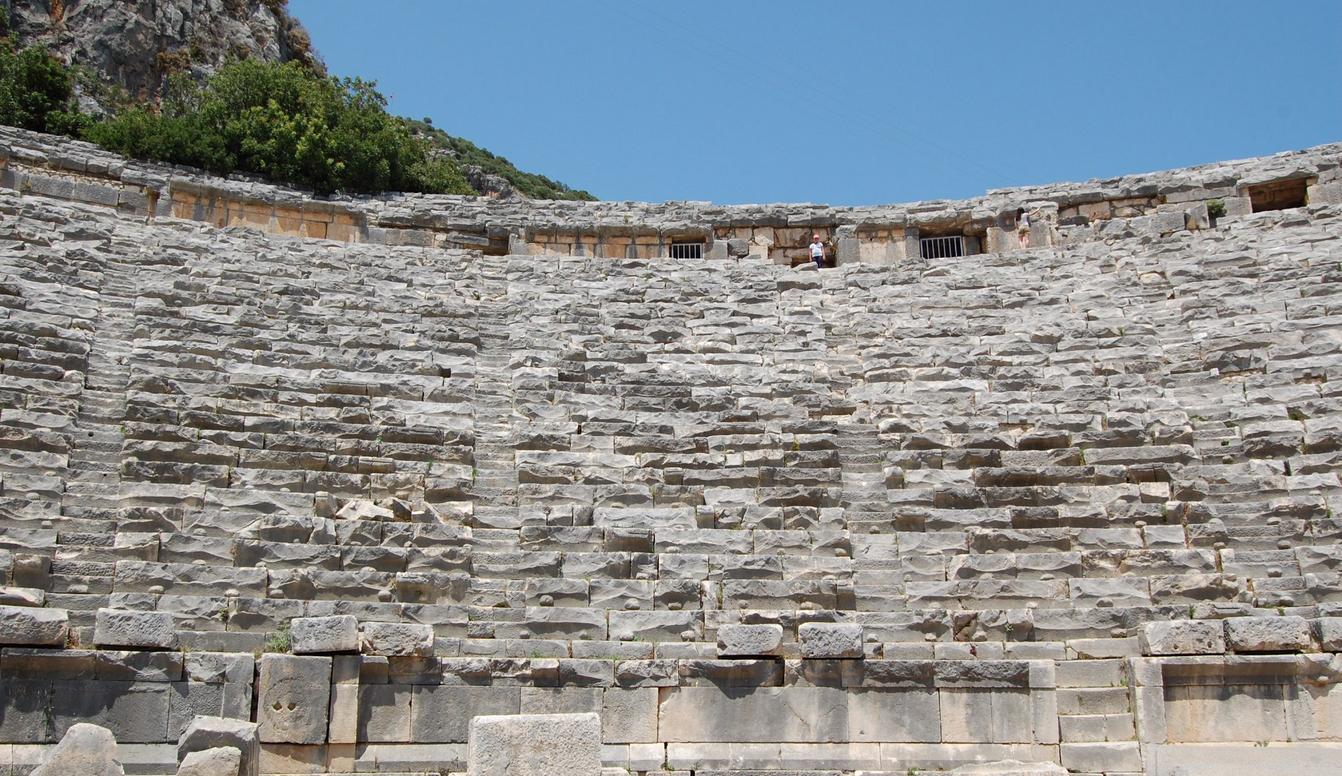 Скамейки амфитеатра