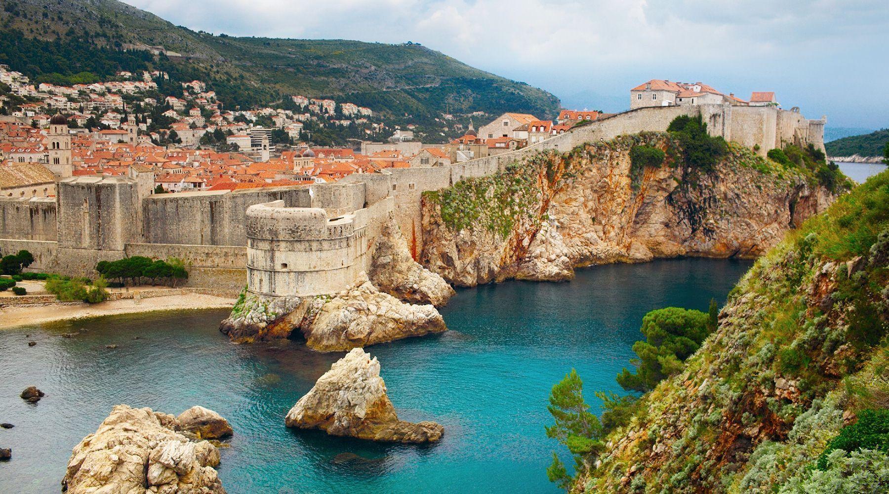 Улицы Дубровника окружены мощной гигантской стеной