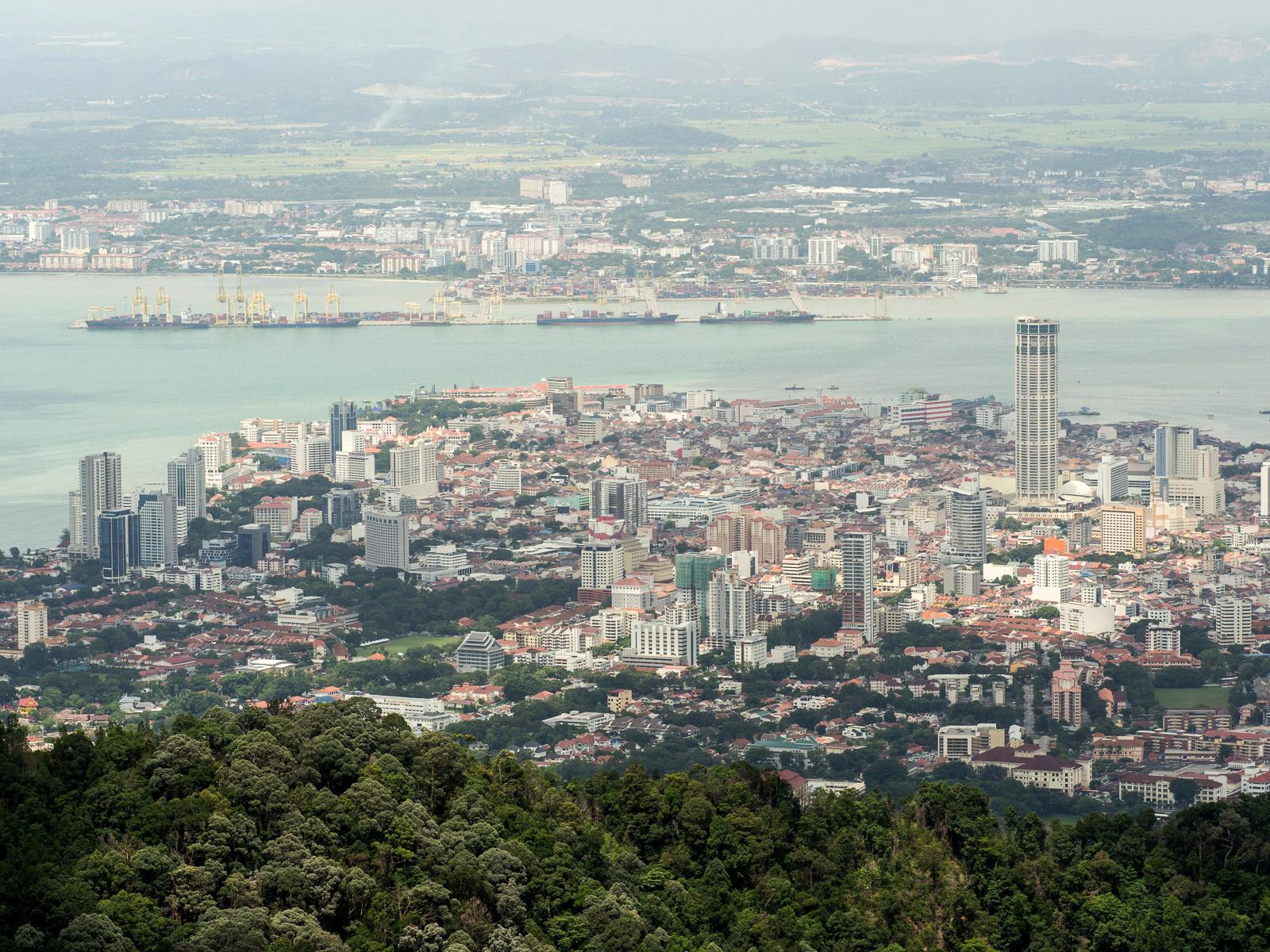 Вид на Пенанг со смотровой площадки Penang Hill