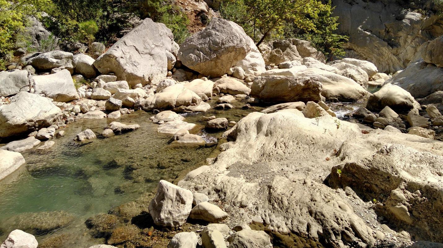 Горная кристально чистая речка