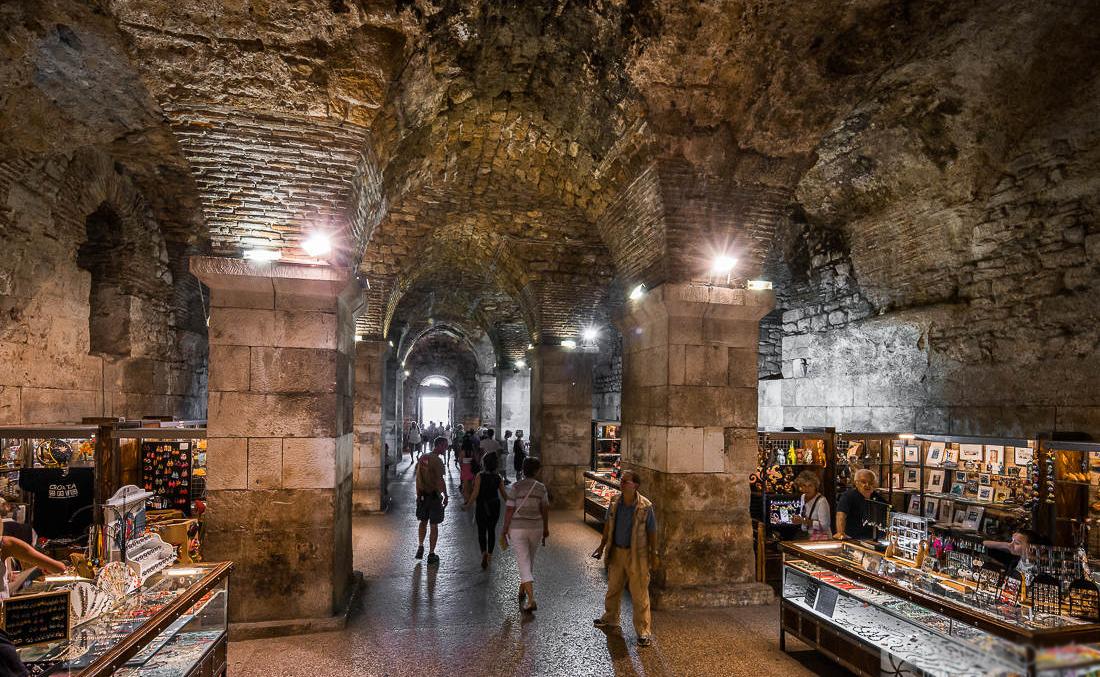 Ярмарка в подземелье дворца Диоклетиана