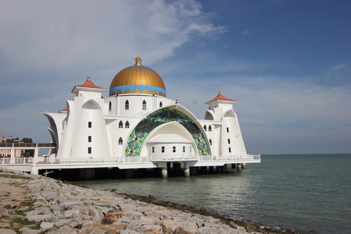Плавучая мечеть Масджид Селат