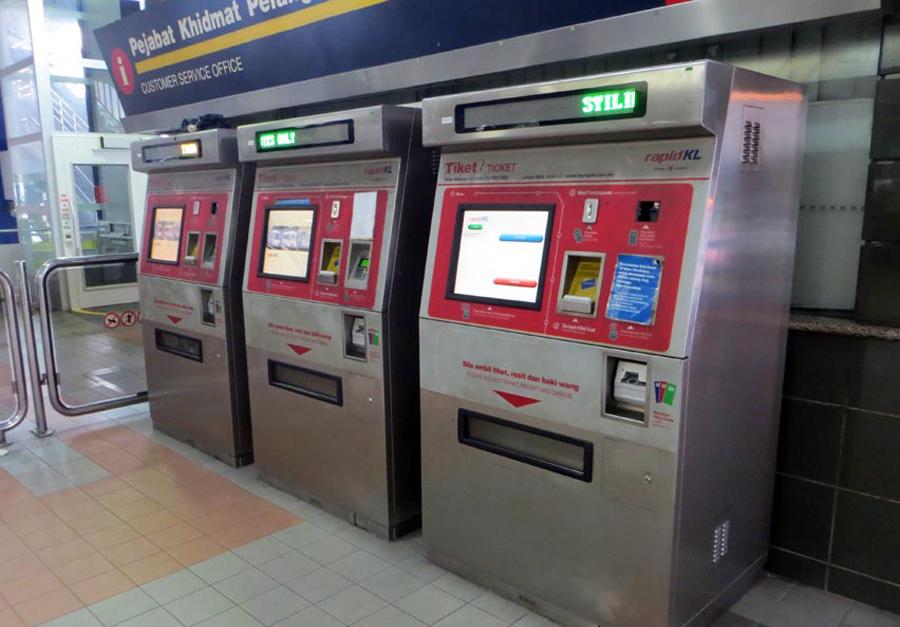 Специальные сенсорные автоматы для покупки жетонов