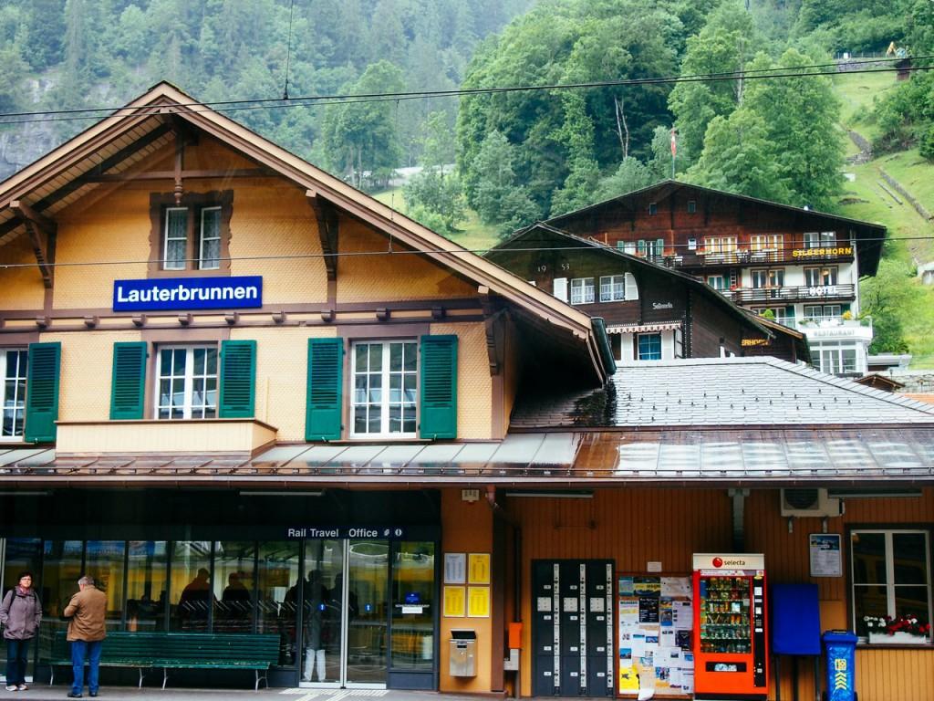Поездом до станции Лаутербруннен