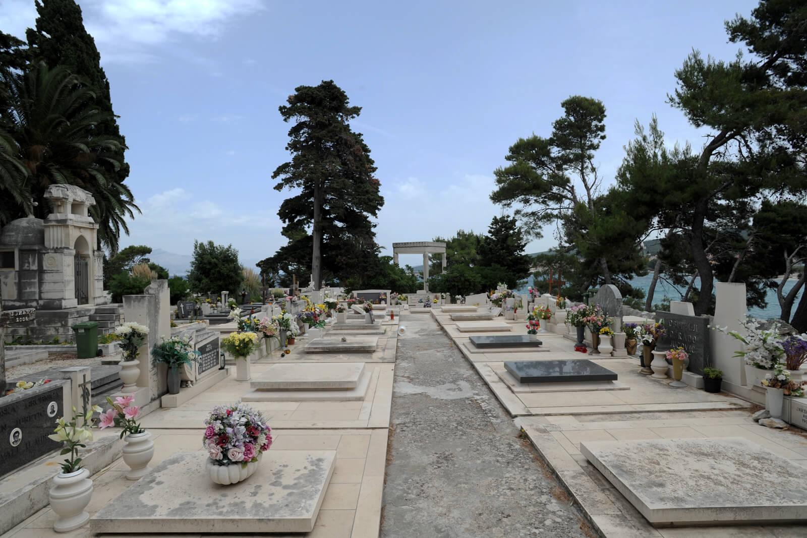 Супертарское кладбище