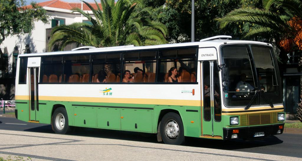 Автобус компании SAM