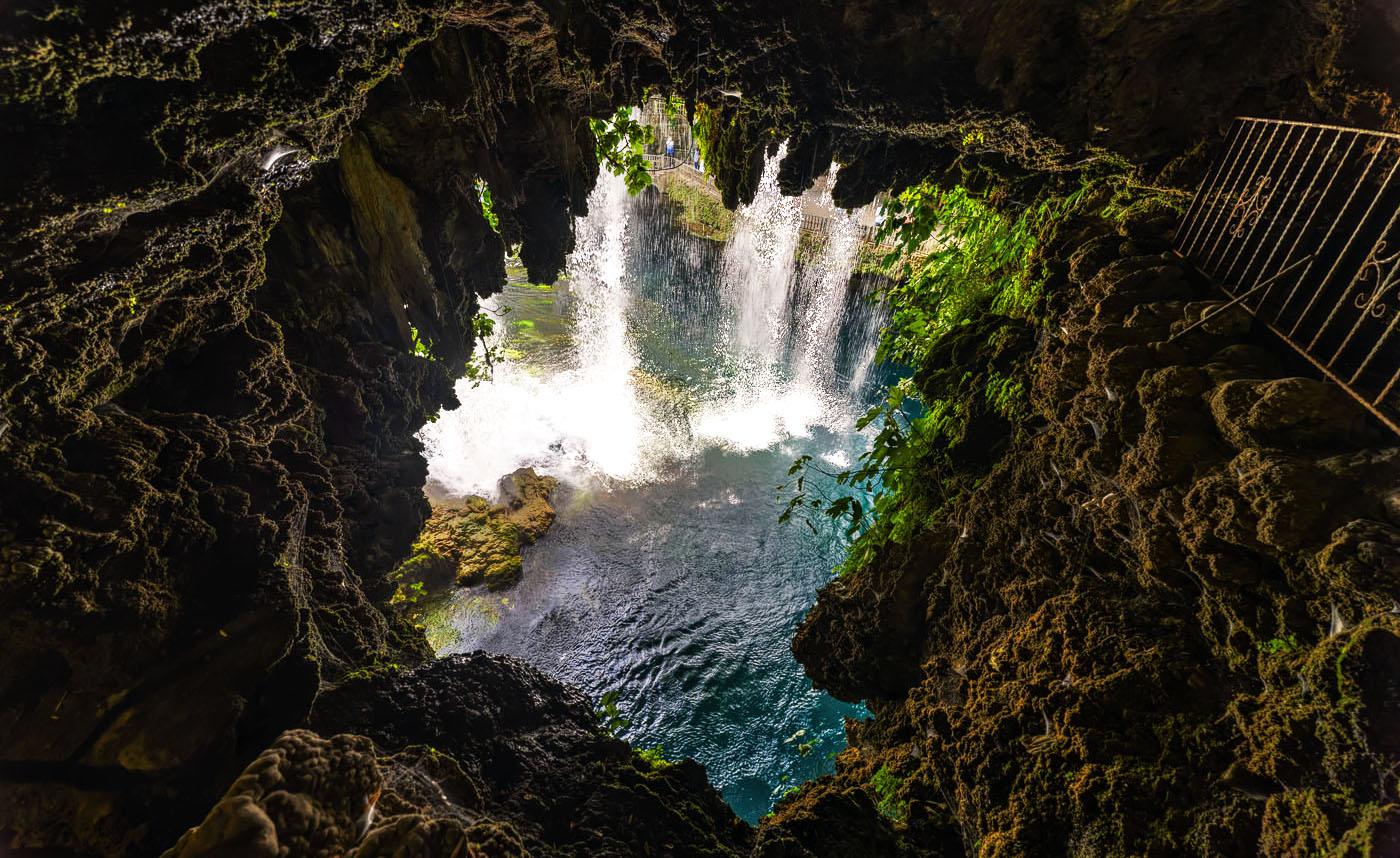 Вид Верхнего Дюденского водопада со стороны грота