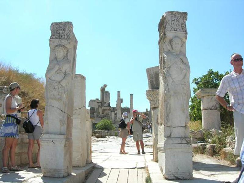 Ворота Геракла, Эфес