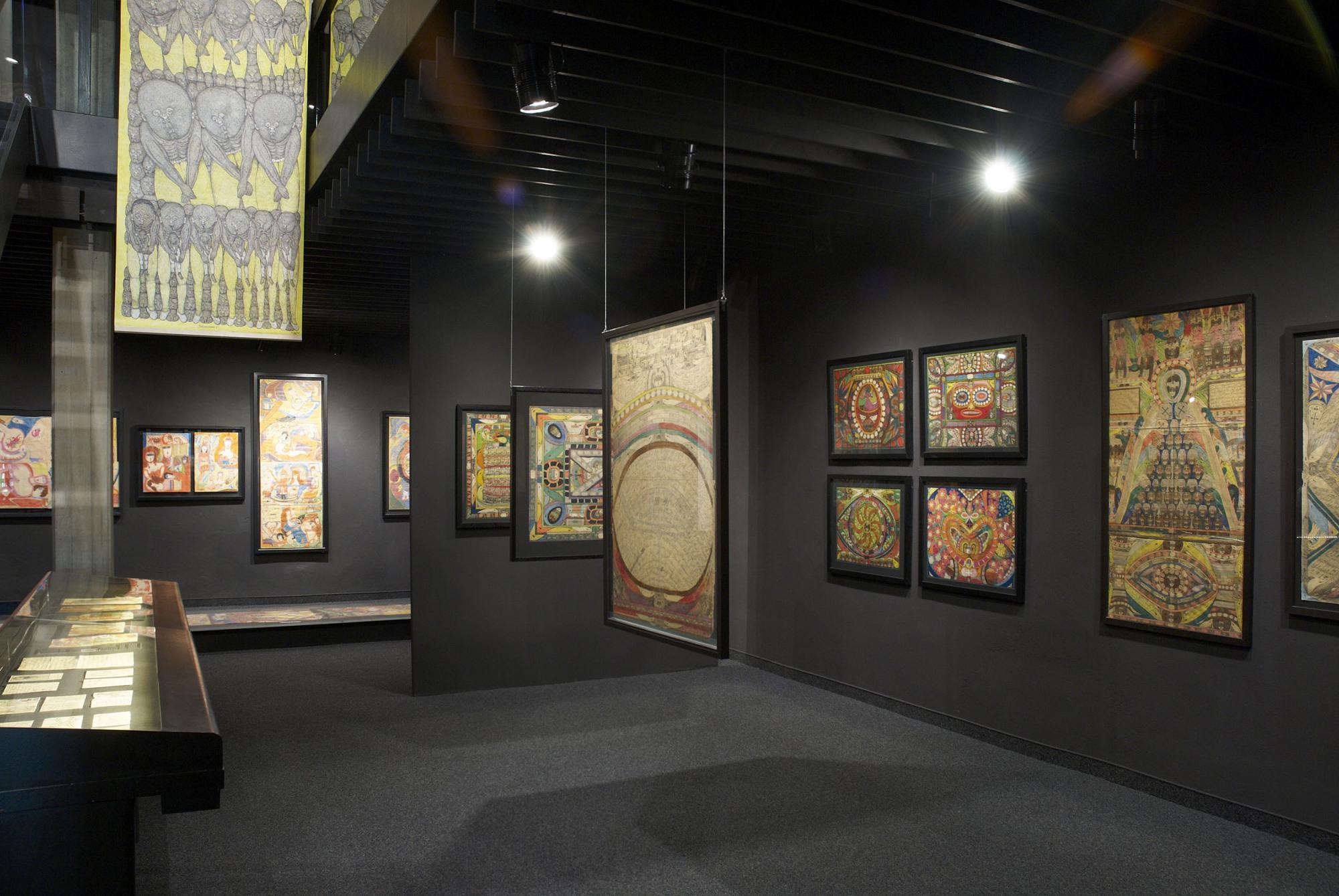 Картины в музее Collection de l'Art Brut