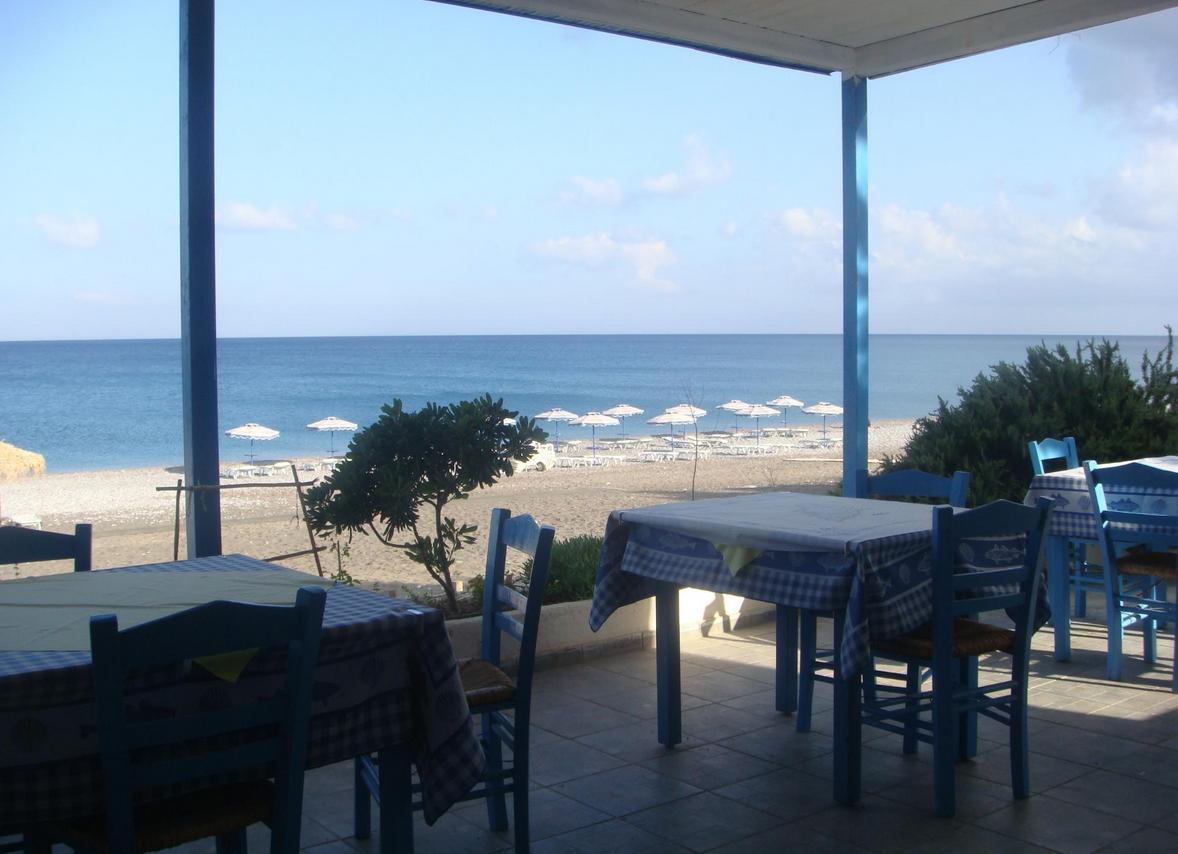 Кафе на пляже Геннади