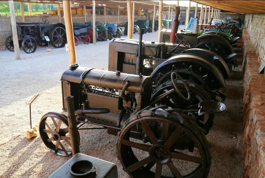 Разные модели тракторов