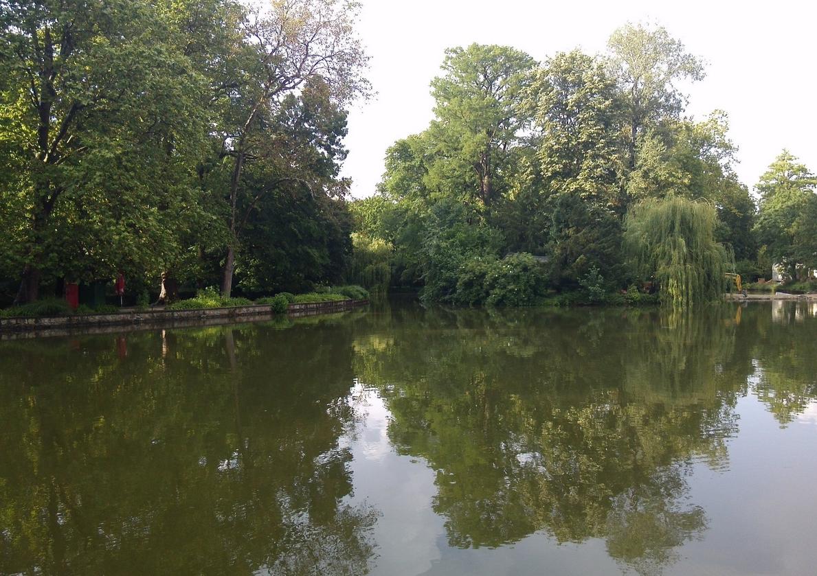 Озеро в парке Максимир