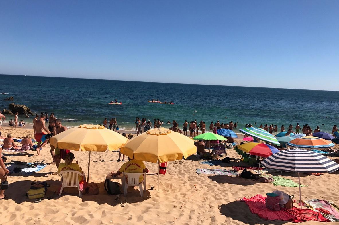 Отдых на пляже Praia de Sao Rafael