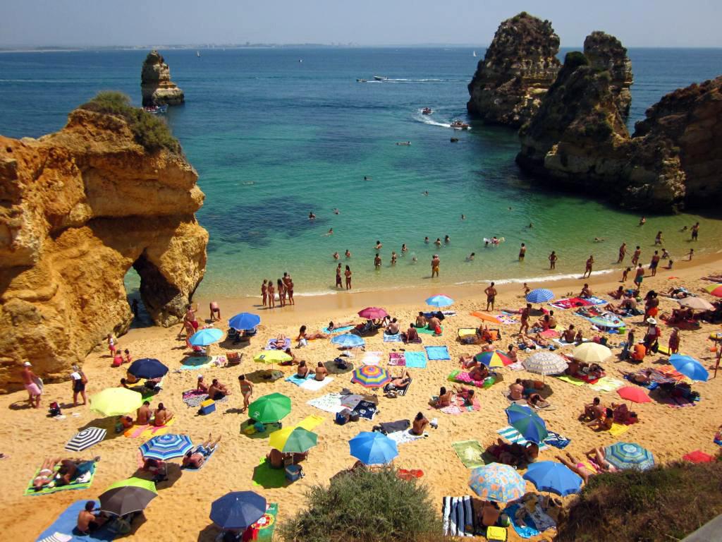Пляж Praia do Camilo