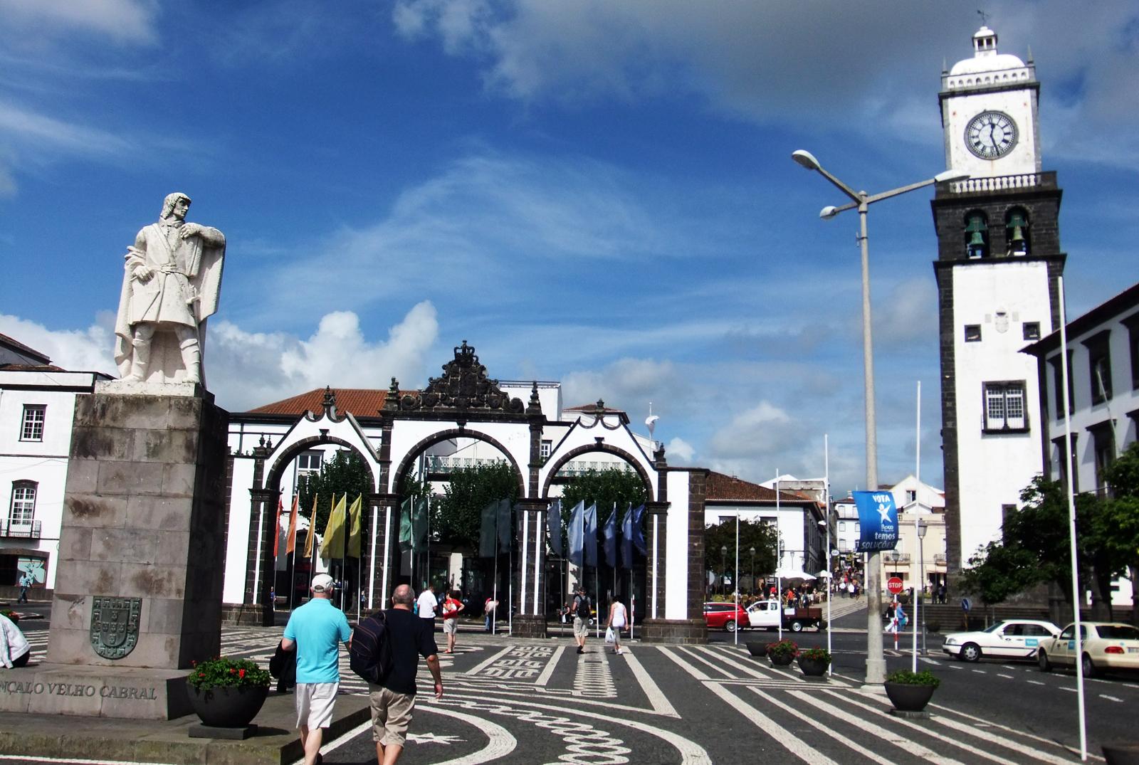 Понта-Делгада - город в Португалии