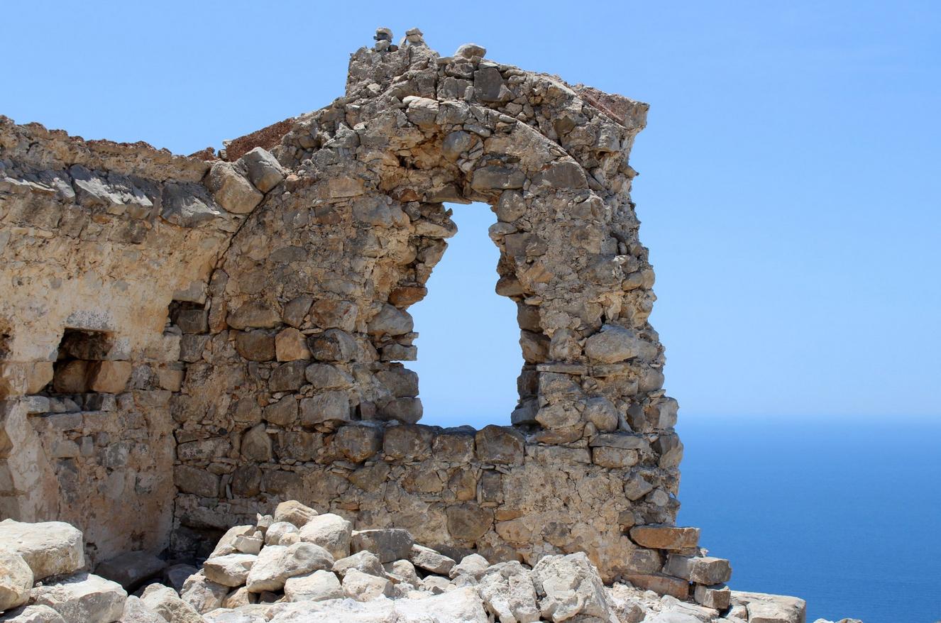 Руины замка Монолитос