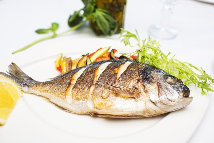 Рыба, приготовленная на гриле