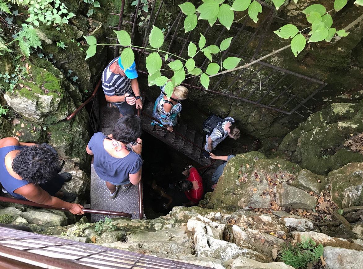 Спуск в пещеру Баредине