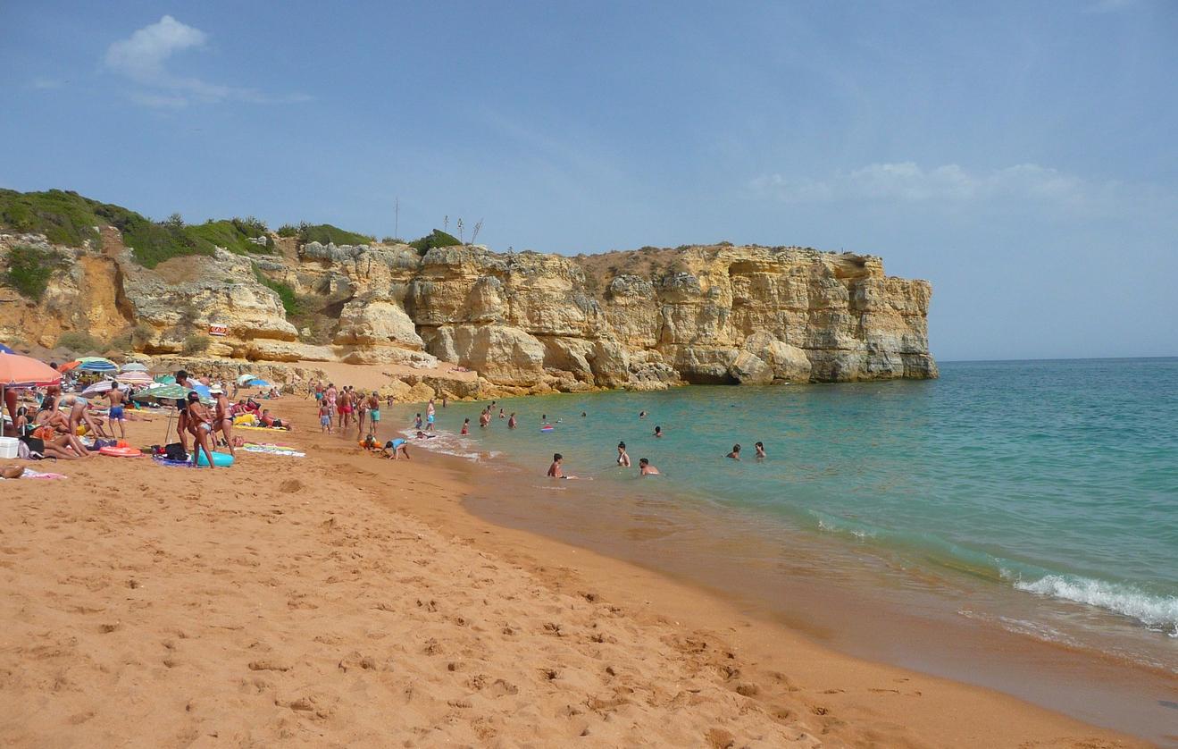 Пляж Praia da Coelha