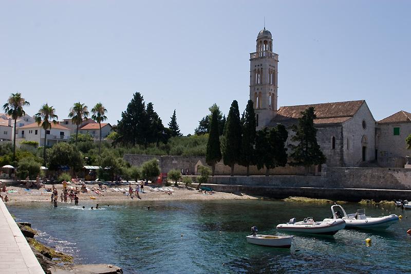 Францисканский монастырь в бухте Криза