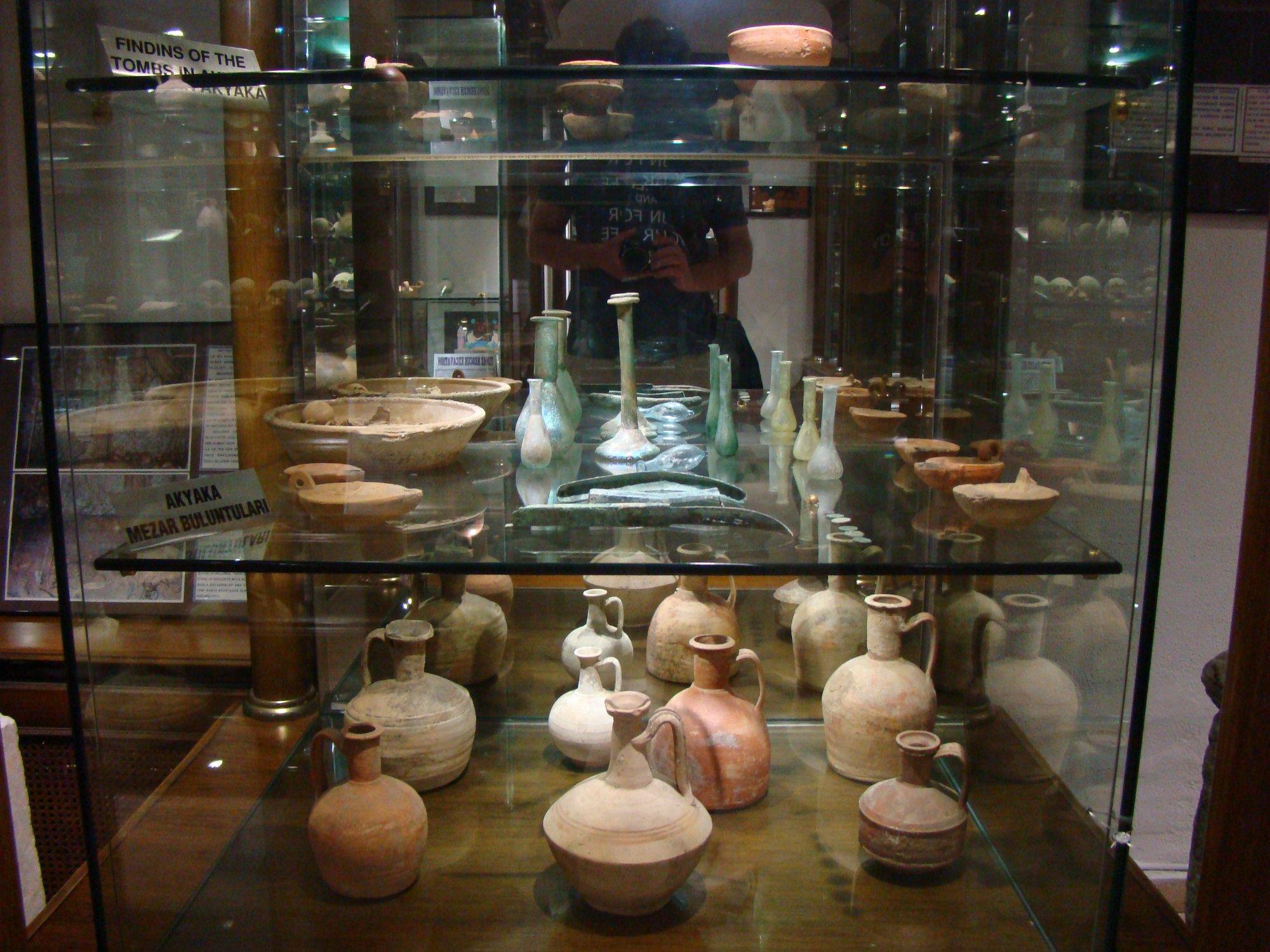 Экспонаты в археологическом музее Муглы