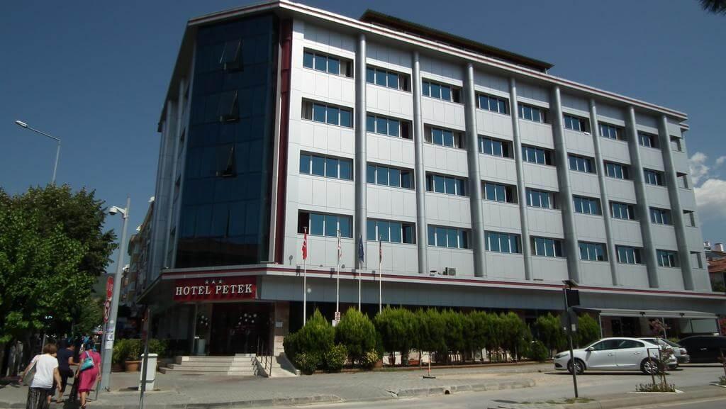 Трехзвездочный отель Petek Hotel