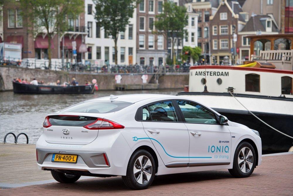 Автомобилем из Амстердама в Гаагу