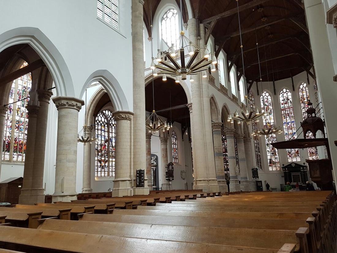 В церкви Oude Kerk