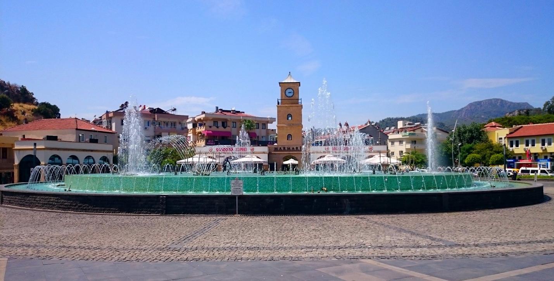 Главная площадь и Танцующие фонтаны