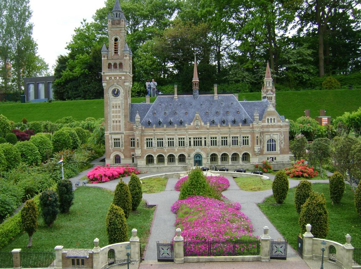 Миниатюра дворца мира