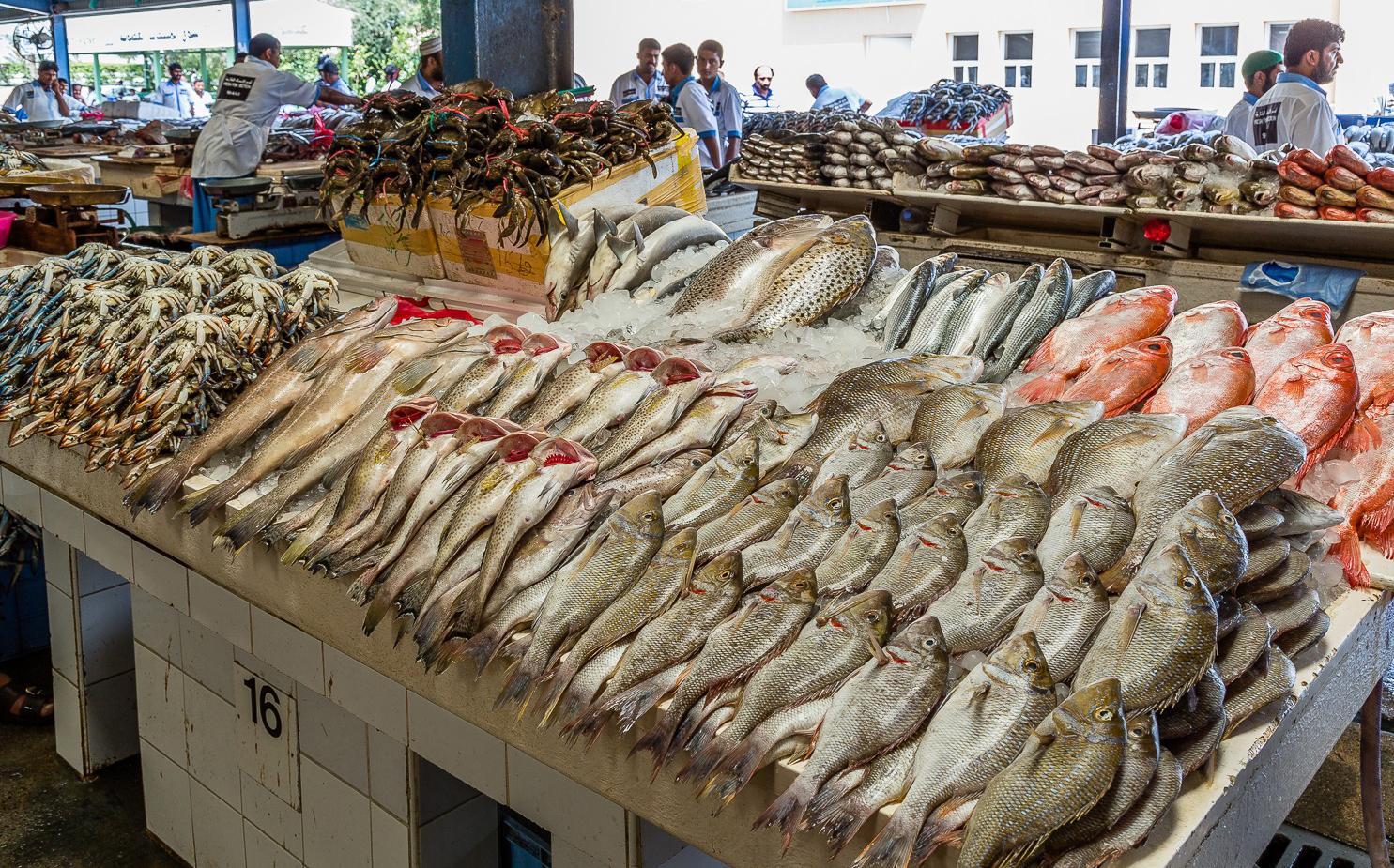 Ассортимент рыбы на рынке в Дании