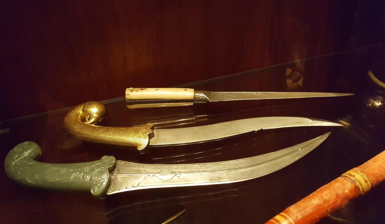 Ножи в музее Давида
