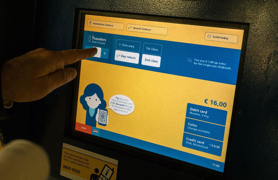 Оплатить билет в автомате можно наличными или картой