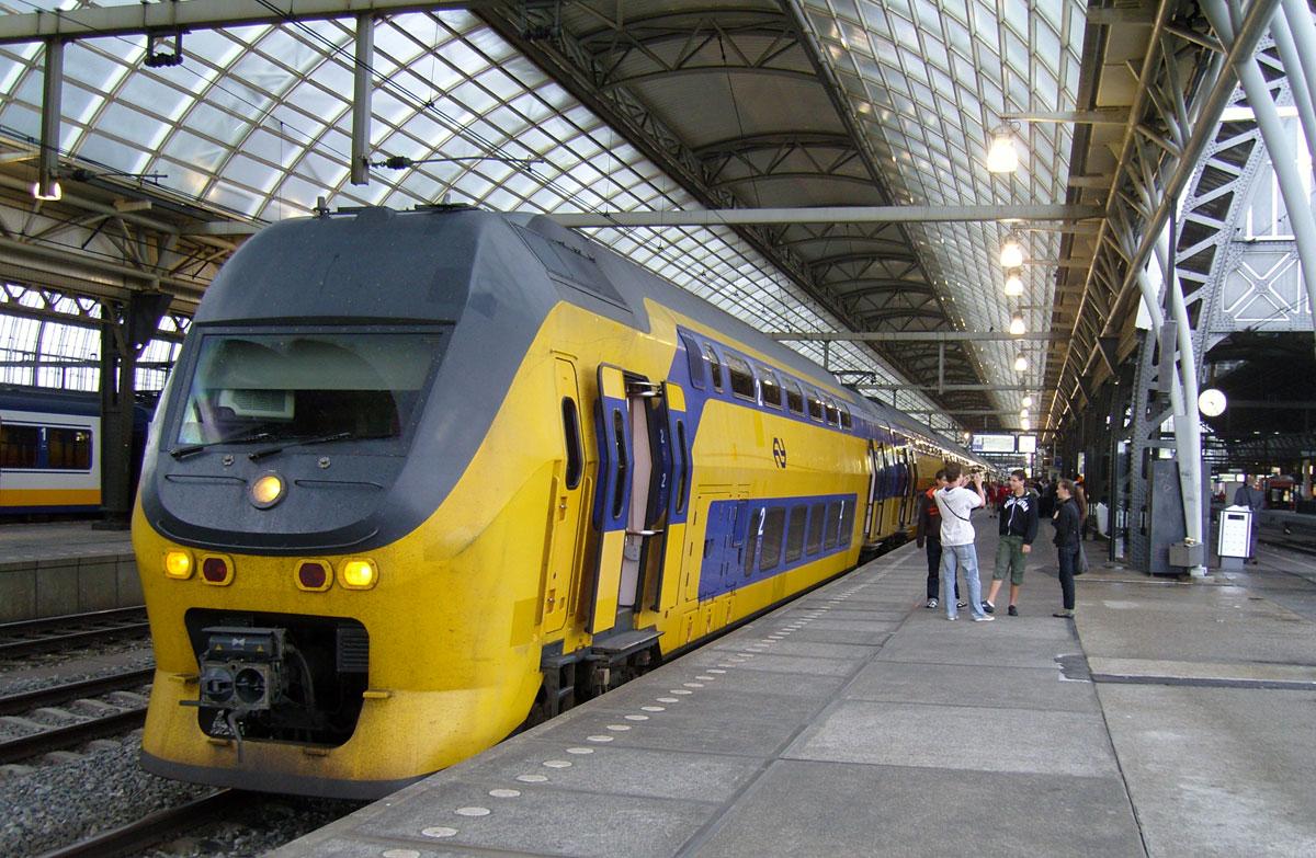 Поезд из Амстердама в Делфт