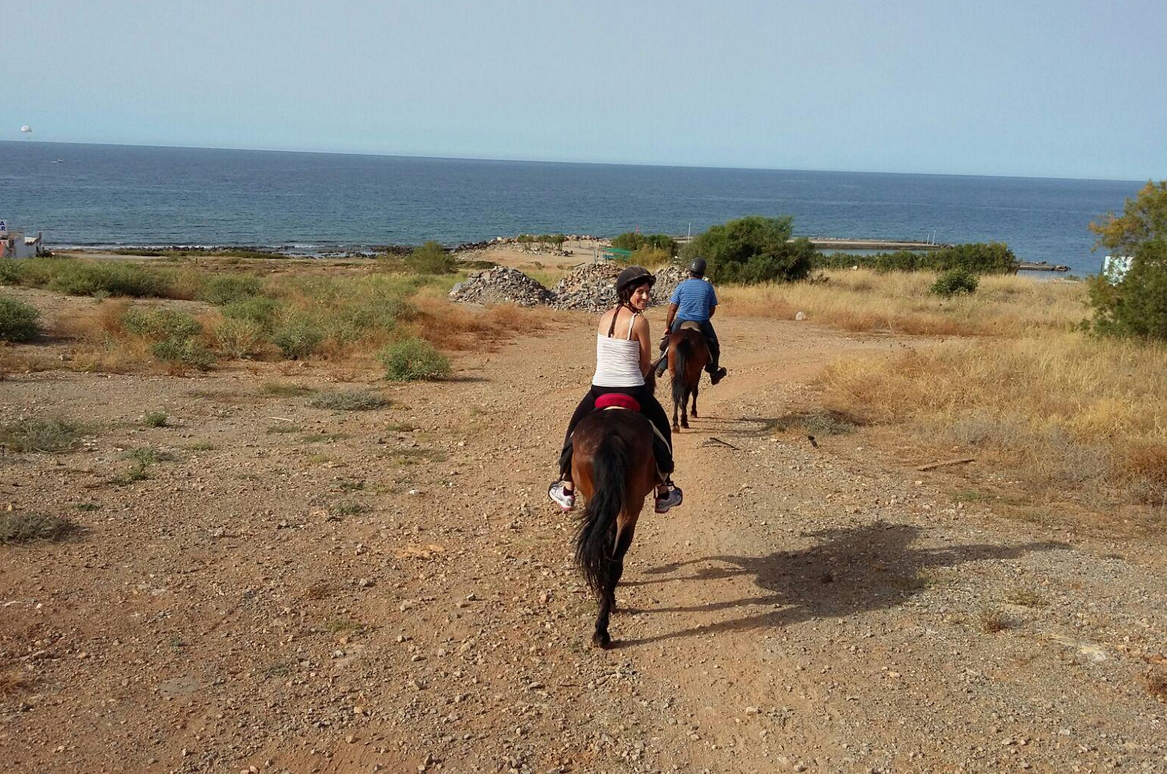 Прогулка на лошадях к морю