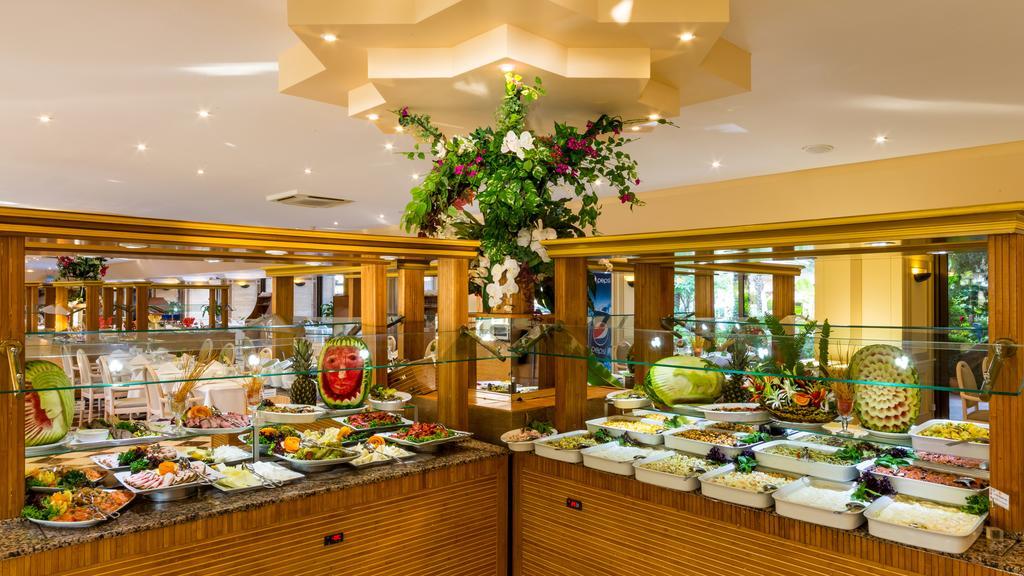 Разнообразные блюда в отеле Мармариса