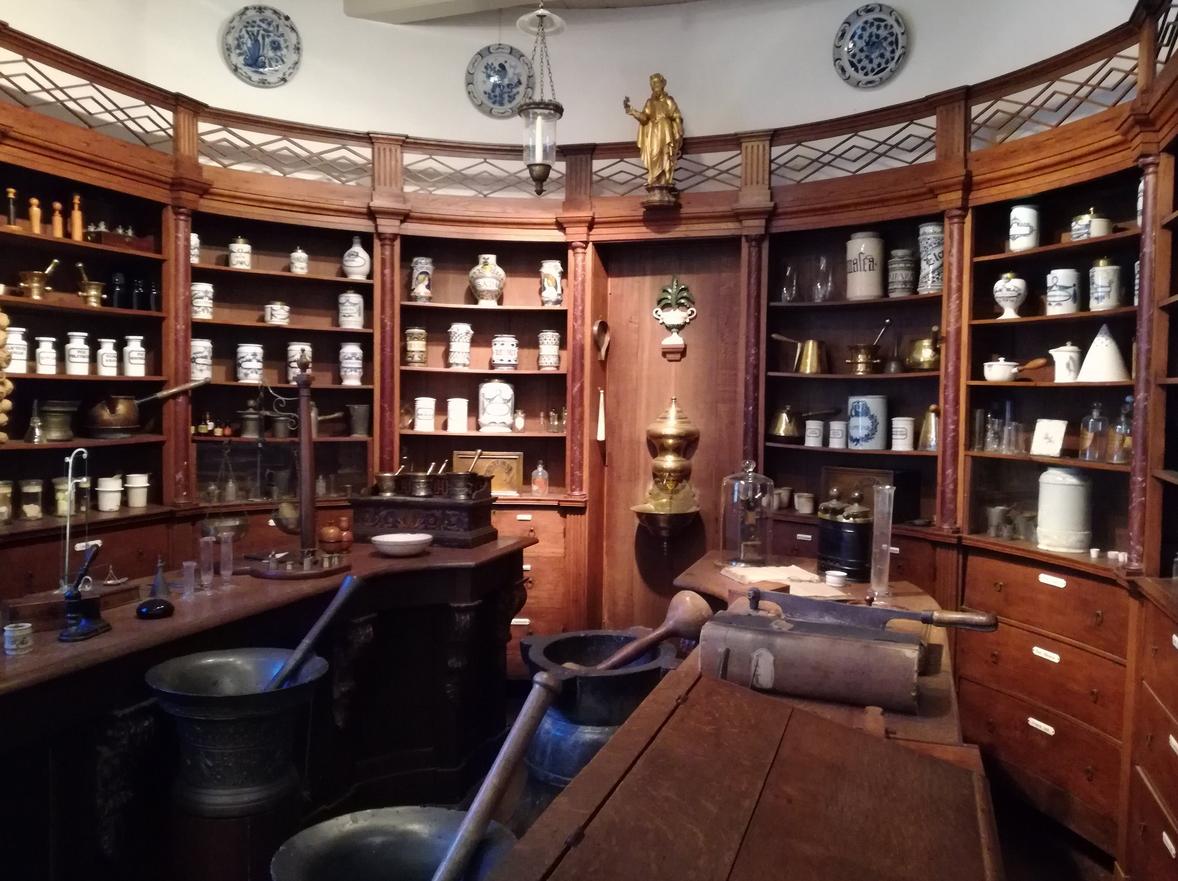 Старинная аптека