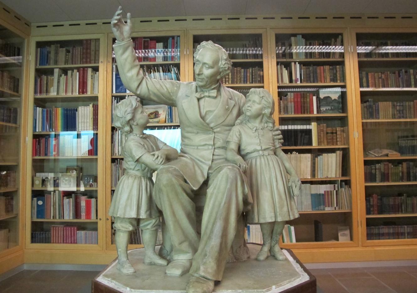 Статуя Ганса Христиана Андерсена в музее